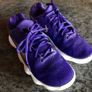 Nike  HD (size 9.5) shoes purple color